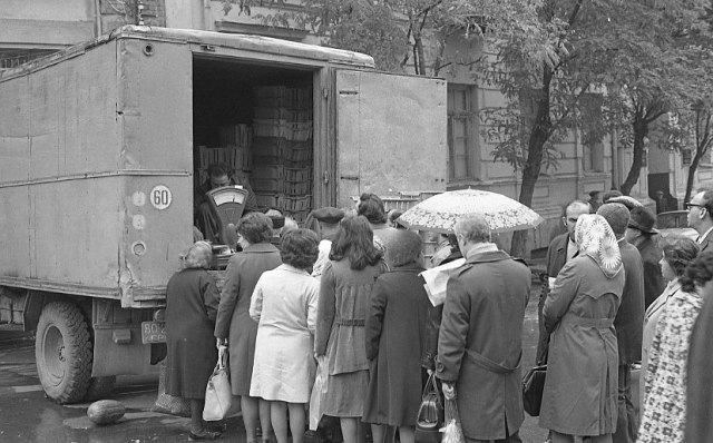 a-queue-to-buy-goods-from-the-back-of-a-truck-in-tbilisi-in-1976